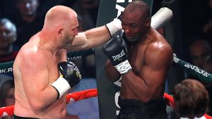 Русский боец ММА Харитонов дебютировал в боксе с победы над обидчиком Тайсона: видео нокаута Уильямса