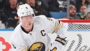 Нападающий «Баффало» Айкел пропустит остаток сезона НХЛ