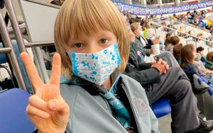 Сын Плющенко показал защитные маски от коронавируса, подаренные японскими фанатами