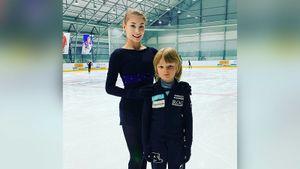 Косторная показала фото с Гном Гномычем на одной из первых тренировок в академии Плющенко
