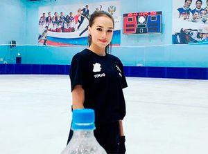 Загитова показала неудачную попытку счелленджа пооткручиванию крышки сбутылки: видео