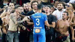 Фанаты избили игроков «Марселя» во время матча, а клуб еще и получил за это технарь! Что творится во Франции