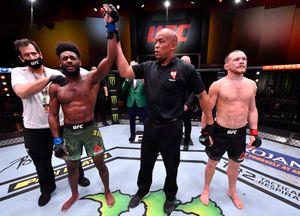Русского бойца лишили чемпионского пояса UFC за запрещённый удар. Хотя Ян нокаутировал Стерлинга