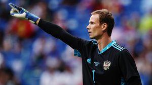 Пострадал от фанатов «Зенита», не бросил «Динамо» после вылета, женат на топ-модели. История Антона Шунина