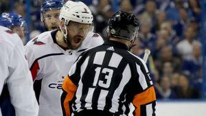Овечкин отправил вбольницу канадского судью. Станетли НХЛ наказывать русскую звезду?