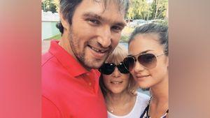Жена Овечкина — о теплых отношениях мужа с ее мамой: «Она его полюбила. Они обнимались, целовались, смеялись»