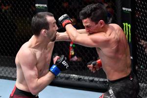 Слабослышащий боец из Дагестана победил в UFC. Теперь Аскаров должен драться за чемпионский пояс