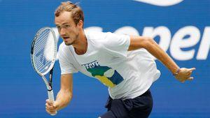 Медведев за 2 часа закрыл француза и вышел во 2-й круг US Open. Рублев выиграл даже быстрее