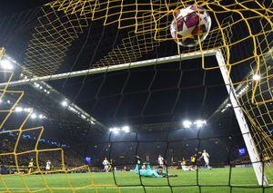 Гол Холанда признан самым красивым впервых матчах 1/8 финала Лиги чемпионов: видео