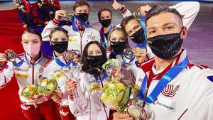 Как сборная России по фигурке выигрывала, праздновала победу и получала кубок на командном ЧМ. Главные фото