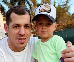 Жена Малкина показала, как хоккеист научил сына биться пасхальными яйцами: видео