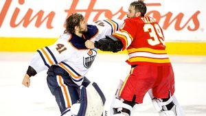 Главное безумие сезона в НХЛ. «Эдмонтон» и «Калгари» устроили новое побоище, дрались даже вратари