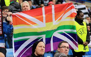 Ирландский букмекер призвал футболистов-геев совершать каминг-ауты, а Премьер-лигу — покаяться