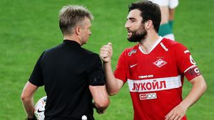 Лапочкина сняли с VAR матча «Краснодар» — «Урал» и поставили на игру «Динамо». Его обвиняют в игре на тотализаторе