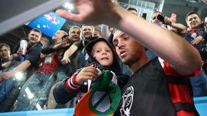 Помогающий детдомам мальчик трогательно отреагировал на приглашение Дзюбы посетить матч сборной России: видео
