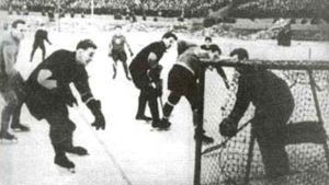 Легендарная драка советских хоккеистов. Они жестко бились с чехами, которых коммунисты посадили в тюрьму