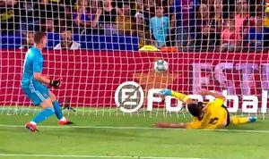 Футболист «Арсенала» Мэйтленд-Найлз забил глупый гол в свои ворота в матче с «Барселоной»: видео