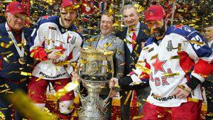В ЦСКА остается самый загадочный ветеран КХЛ. Попова списали в Омске, а он играл с Малкиным и взял Кубок Гагарина