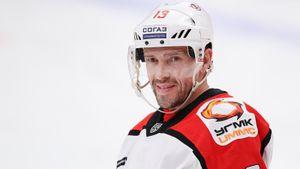 Самый сложный шаг для легендарного Дацюка — закончить с хоккеем. Он готов играть в КХЛ и в 43 года, но стоит ли?