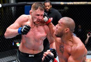 Лучший русский тяж из России в UFC проиграл в США. За 25 минут Волков пропустил больше сотни ударов