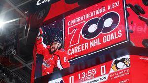 Гретцки поздравил Овечкина с 700-м голом в НХЛ