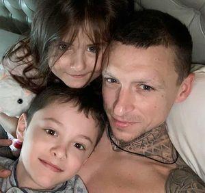 Жена Мамаева показала первое фото футболиста с детьми после выхода из тюрьмы