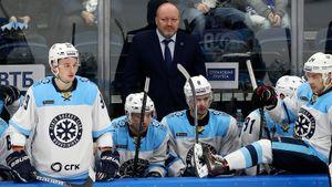 Еще недавно «Сибирь» шла влидерах КХЛ, ноугодила вяму. Кошмар начался спобеды над чемпионом