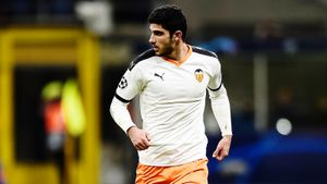 Источник: «Зенит» предложил хавбеку «Валенсии» Гедешу контракт с зарплатой 2,2млн евро в год