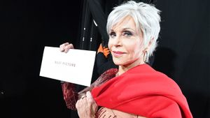 82-летняя Джейн Фонда в этичном платье и золоте сорвала овации на «Оскаре». Она борется за экологию