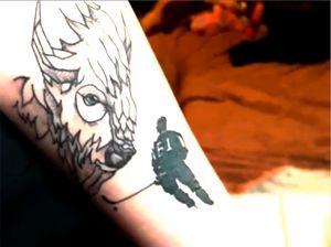 Болельщица сделала татуировку сизображением хоккеиста минского «Динамо». Ему понравилось