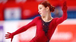 Трусова упала с трикселя, ошиблась на ребре, но все равно опередила Туктамышеву в Сызрани. Лиза потеряла элемент