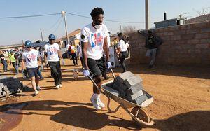 «Жизнь этого камерунского парня — готовый сценарий для фильма». Он стал звездой НБА вопреки всему
