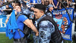 Стадион «Динамо» эпично вернулся. Фанаты освистали Голодец, увидели шесть голов и прорвались на поле