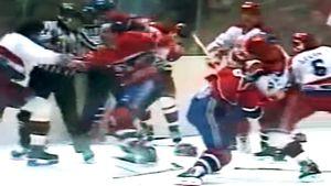 Грандиозная драка СССР — Канада. Советская молодежь дала жесткий отпор профессионалам из НХЛ: видео из 1990-го