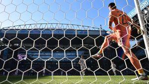 Как вратарь мог так ошибиться? Автогол Испании на томже самом стадионе, где «привез» игрок сборной России Зобнин