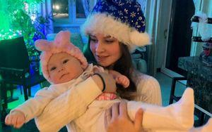 Липницкая показала полугодовалую дочь в новогодней обстановке