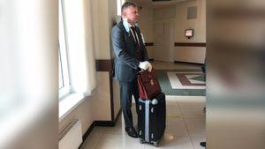 Юрист «Локомотива» принес в суд 30 кг доказательств против экс-президента клуба Геркуса: фото
