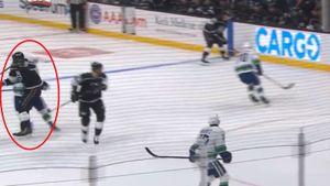 Ковальчук уложил на лед канадца, случайно ударив его в спину. Хорват долго не мог подняться на ноги