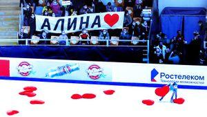 Дождь из сердец для Загитовой, духовики сыграли «На лабутенах». Как закрывался московский этап Гран-при