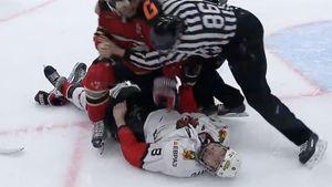 Жуткое видео из российского хоккея: после удара об лед игрок не мог пошевелиться. За него было реально страшно