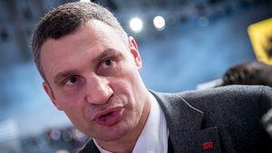 Виталий Кличко выхватил телефон у журналиста после неудобного вопроса