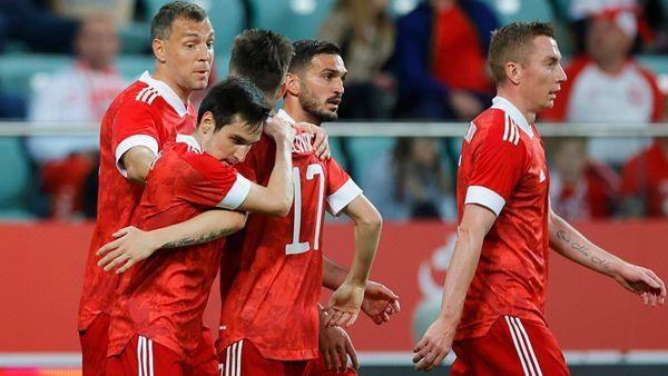 Кажется, «ромб» — наша основная система игры на Евро-2020. С Польшей Черчесов проводил замены только по позициям