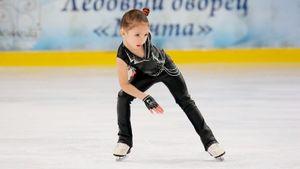 6-летняя Аскарова попыталась повторить фирменное вращение Сотниковой. Чемпионка ОИ ее поддержала