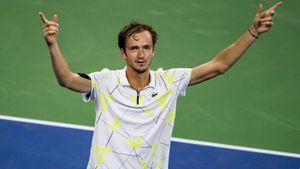 Медведев за 2,5 часа вышел в полуфинал US Open. Все ждали, что он снимется из-за травмы