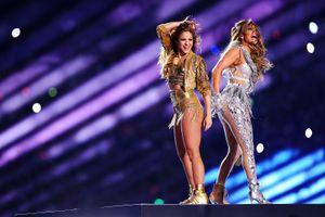 Яркое шоу Шакиры и Дженнифер Лопес на Супербоуле собрало более 100 млн просмотров: видео