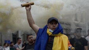 Украинских фанатов с флагом «Крым— Украина» не пустили на матч с Австрией. Киев требует от Румынии объяснений