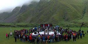 В Грузии провели турнир по ММА под открытым небом. Бойцы дрались под дождем на фоне горы Казбек