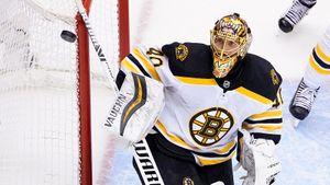 Основной вратарь «Бостона» Раск отказался от участия в продолжении плей-офф НХЛ