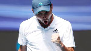Русский теннисист снова переписал историю Australian Open — сделал экс-бойфренда Шараповой и уже в полуфинале
