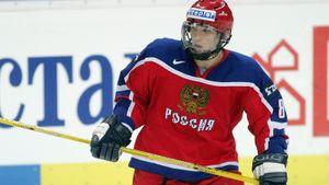 Юный Овечкин в одиночку победил США на чемпионате мира. В 17 лет русский снайпер оформил хет-трик за молодежку